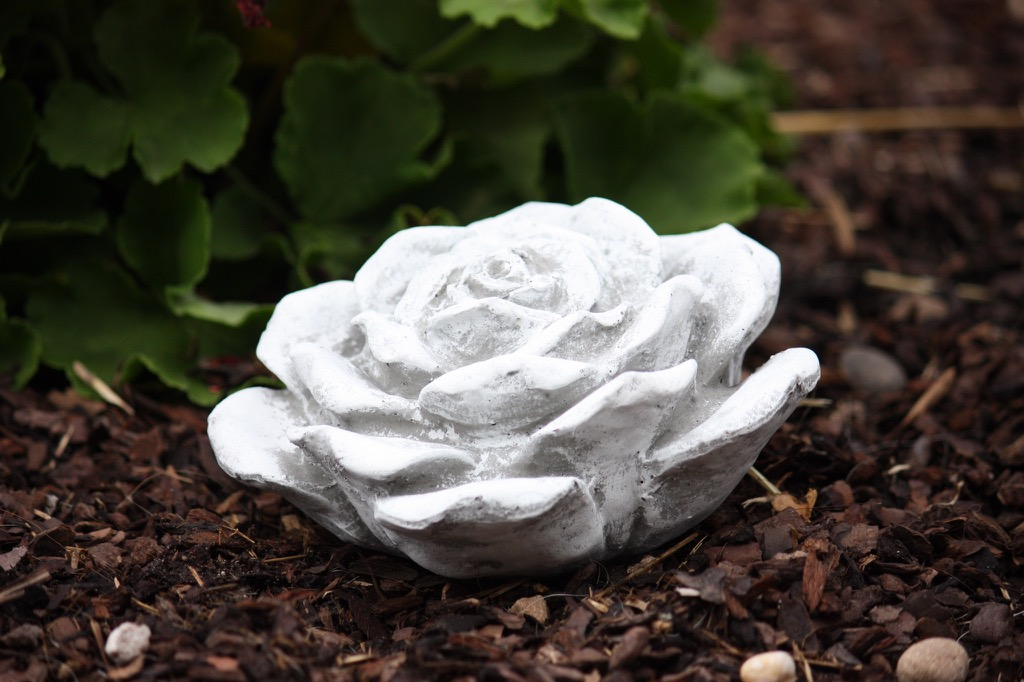 stunning rose aus stein deko contemporary - home design ideas ...