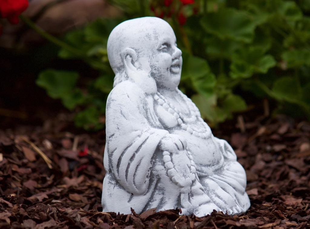 Steinfigur kleiner buddha sitzend steinguss frostfest for Steinfigur buddha garten