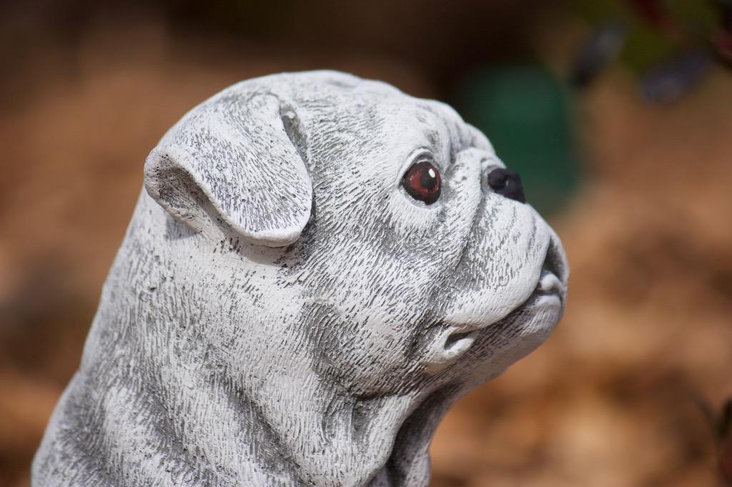 Steinfigur mops frostfest garten deko steinguss hunde for Mops dekoration