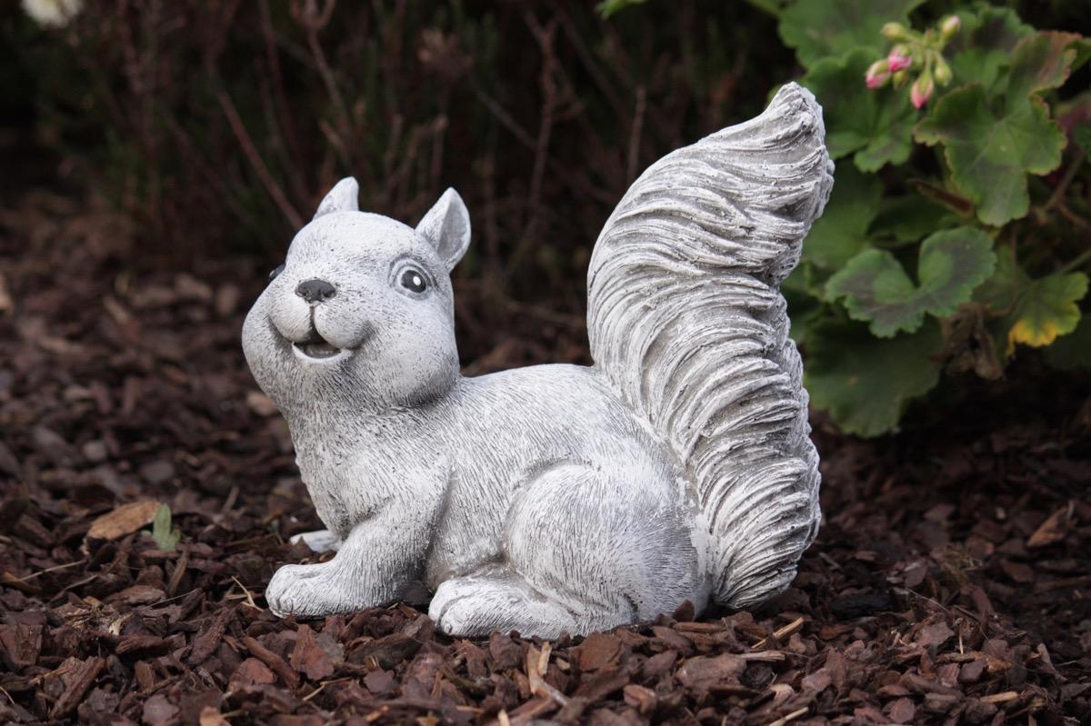 Steinfigur Eichhörnchen Gartenfigur Gartendeko Tierfigur Statue frostfest
