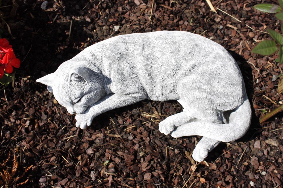 steinfigur katze schlafend gross frostfest gartenfigur. Black Bedroom Furniture Sets. Home Design Ideas